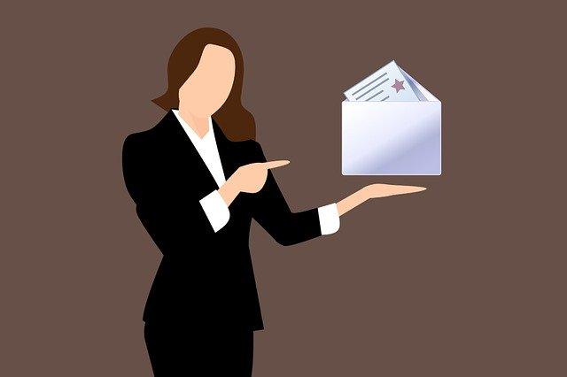メールを送る女性のイラスト